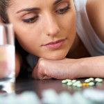 девушка с антидепресантами