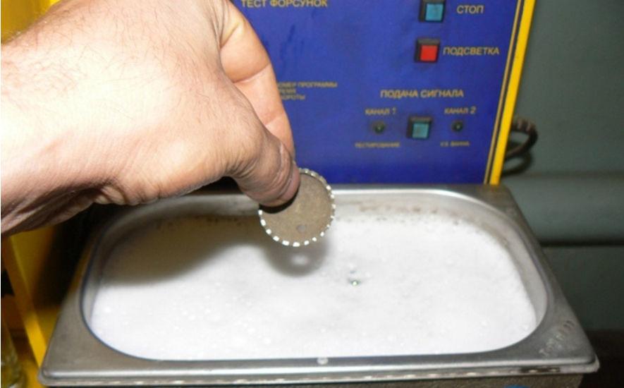 Существует множество видом химических растворов для очистки медных изделий