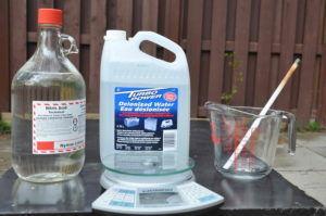 Необходимые материалы: азотная кислота 68.8%, деионизированная вода, весы, стеклянная ёмкость и кварцевая палочка