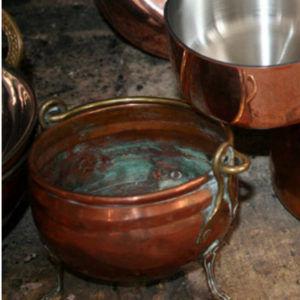 Так выглядит старая медная посуда