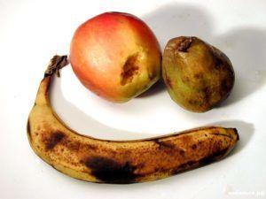 Гнилые фрукты содействуют размножению мошек