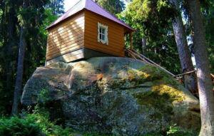 Конь-камень на острове Коневец