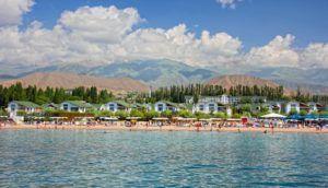 Курортная зона на берегу озера