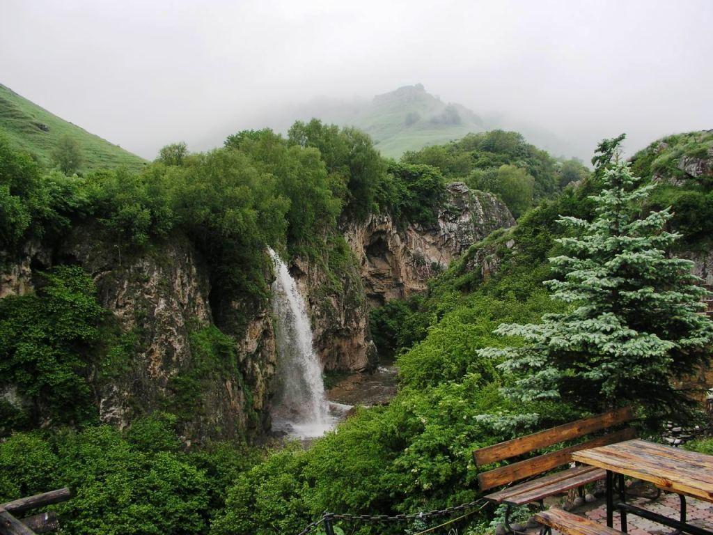 Медовые водопады имеют отличный пейзаж