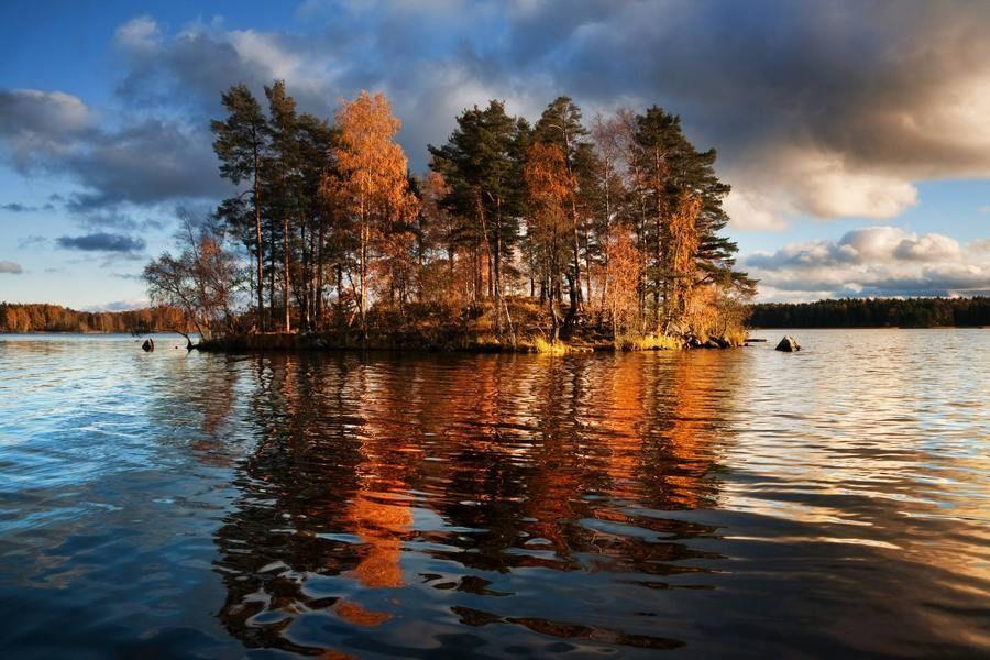 На Ладожском озере расположены маленькие островки