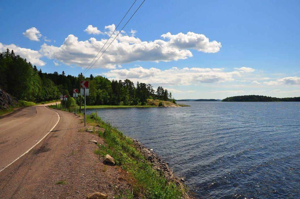 Пешие прогулки вдоль берега очень популярны