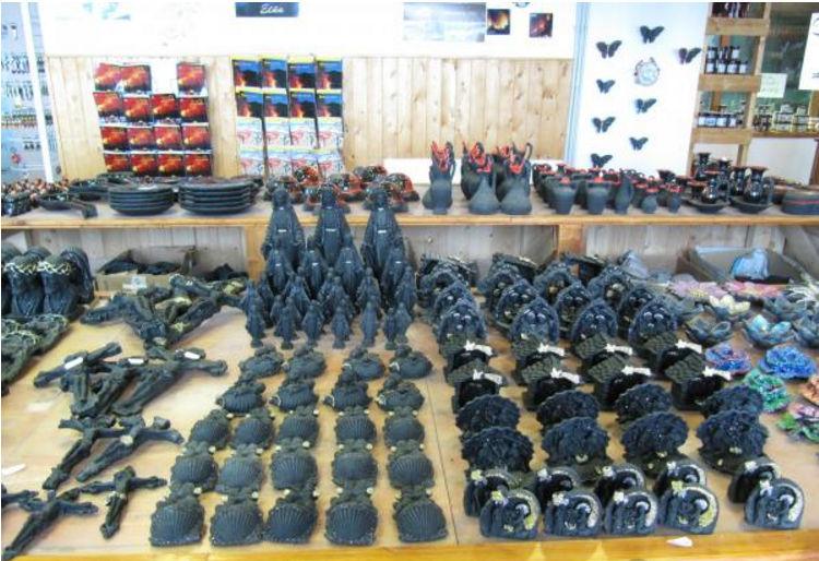 Сувениры из вулканического камня