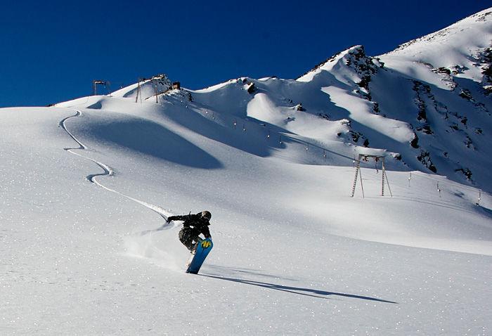 Также гору вулкана Эльбрус можно считать отличным местом для спуска на лыжах