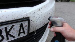 Использование средства для мытья окон при очистке автомобиля