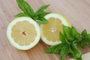 Лимон и базилик