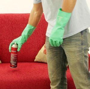 Использовать дихлофос обязательно в резиновых перчатках
