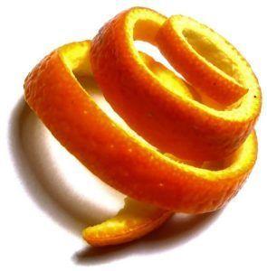 Положить кожуры апельсина в цветочный горшок для отпугивания мошки