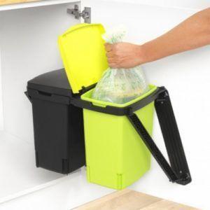 Своевременный вынос мусора из дома уменьшит шанс появления мошки