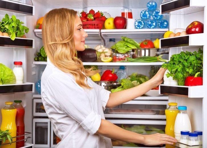 Убирайте продукты в холодильник это вам поможет избежать заведения мошки на них