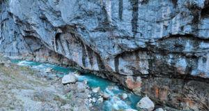 Чистейшая вода в ущелье реки Гега