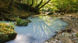 Красивый вид реки Агура