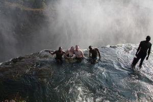 Купель Дьявола на краю водопада