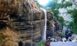 Туристы из всех уголков мира посещают Чегемские водопады