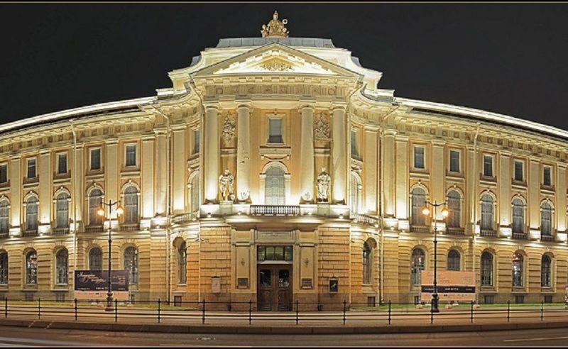 Академия художеств была учреждена в Петербурге