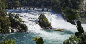 Экскурсия к водопаду на катере
