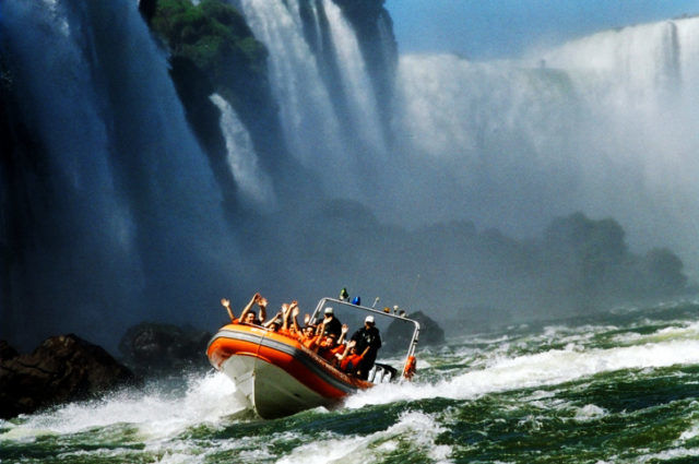 Лодочная прогулка по водопадам Игуасу
