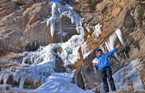 Посещение водопада зимой
